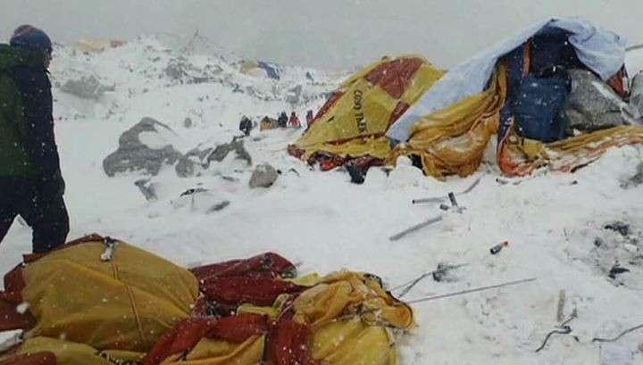 Видео схода лавины, которая убила на Эвересте 84 человека