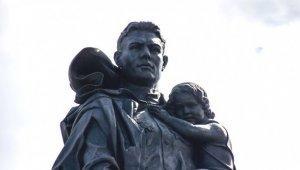 Памятник Воину-освободителю: советский солдат действительно спас немецкую девочку рискуя жизнью