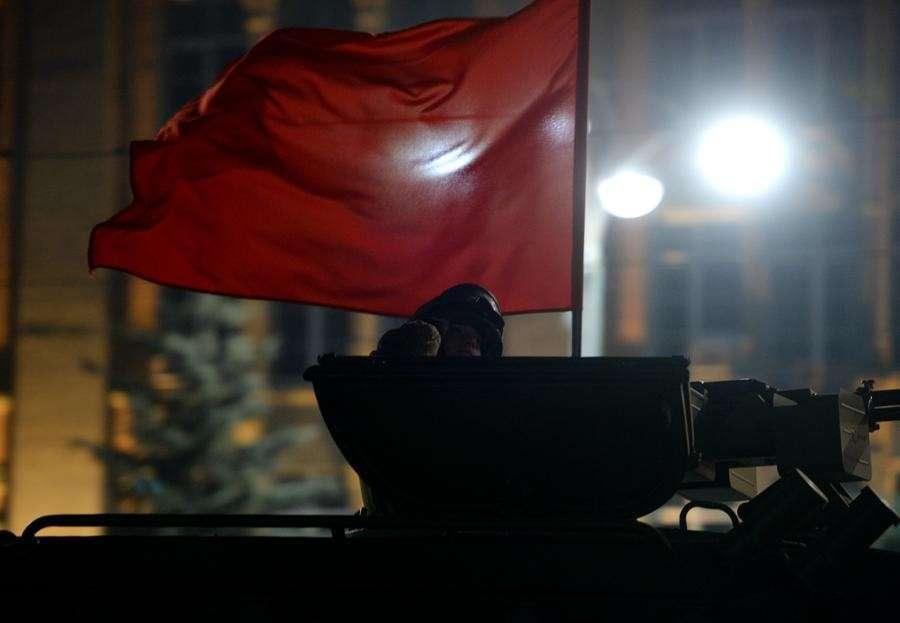 Первая ночная репетиция парада Победы прошла сегодня на Красной площади