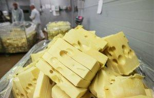 Российские производители продуктов увеличили объемы выпуска из-за продэмбарго