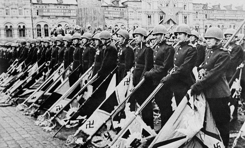 24 июня 1945 года - первый парад Победы