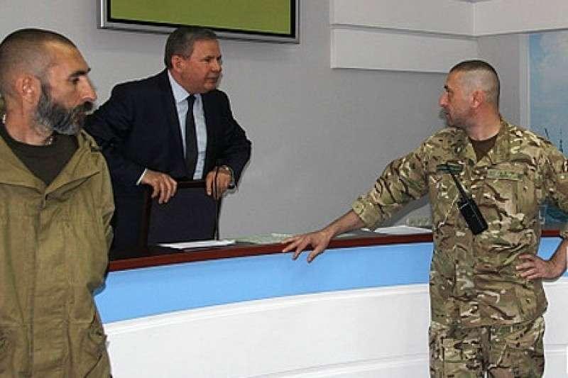 Украинской жидо-властью начинают руководить вооружённые банды