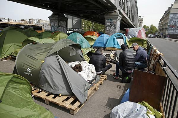 Мигранты разбили палаточный лагерь в центре Парижа