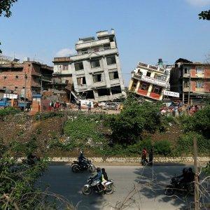 В Непале от землетрясения погибло более семи тысяч человек