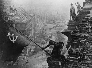 Польша, развязавшая II Мировую, теперь хочет исказить нашу Победу