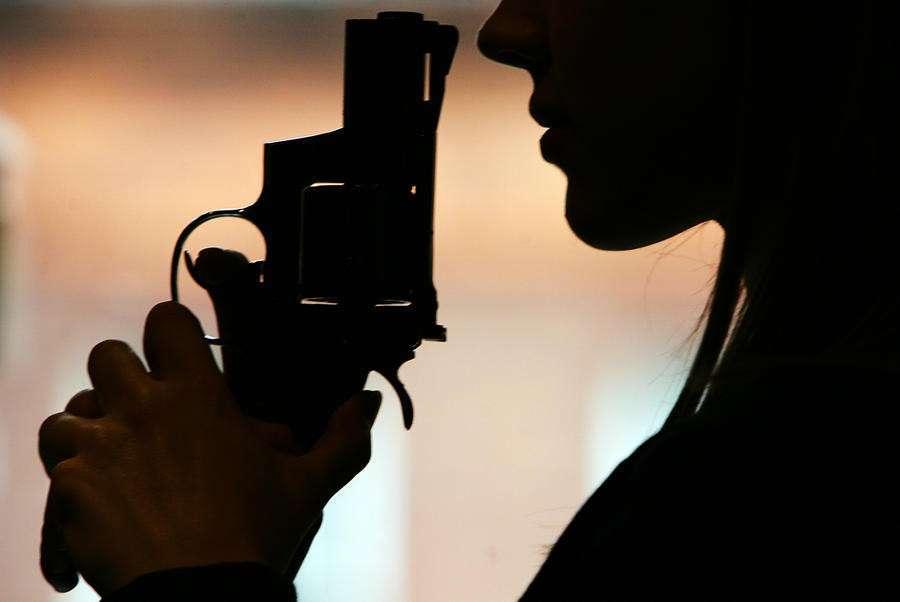 Тысячи британских детей ходят в школу с оружием