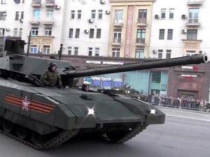 Пользователи Сети оценили видео с паркующимся на Тверской улице танком Т-14 «Армата»