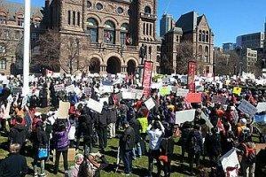 В Канаде бастуют родители. Их детям навязывают в школе «секс-новизну»