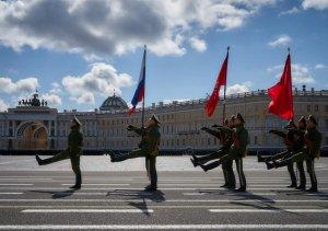 Марафон парадов из 15 городов России – прямая трансляция