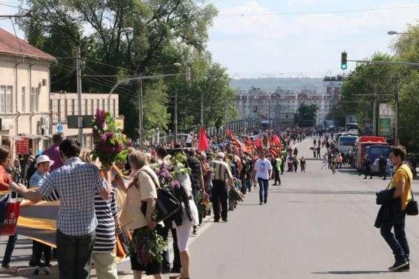 В Кишинёве, в марше под красными знамёнами Победы приняли участие 65 тысяч человек
