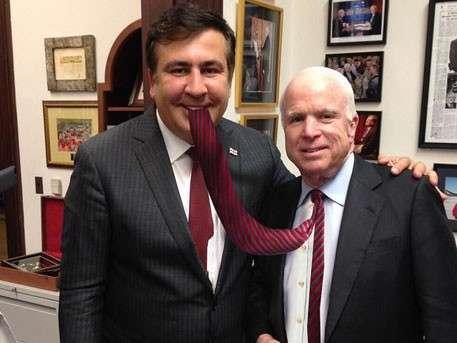 Аферист Вальцман взял в помощь проходимцев Маккейна и Саакашвили