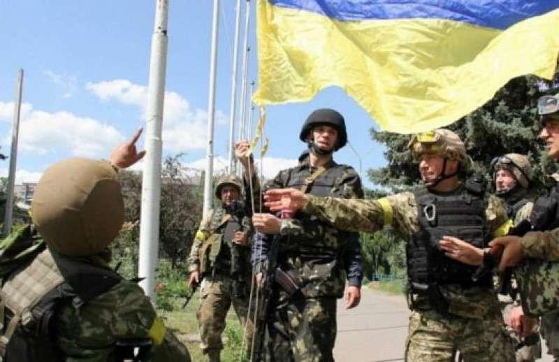 Укро-солдаты сбегают в армию ЛНР, спасаясь от насилия и пыток карателей