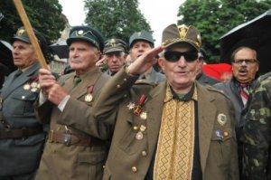 Еврейская укро-Хунта сделала преступников национальными героями