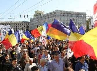 Как качает Молдову: кража века, «марш румын» с гей-парадом и новые выборы