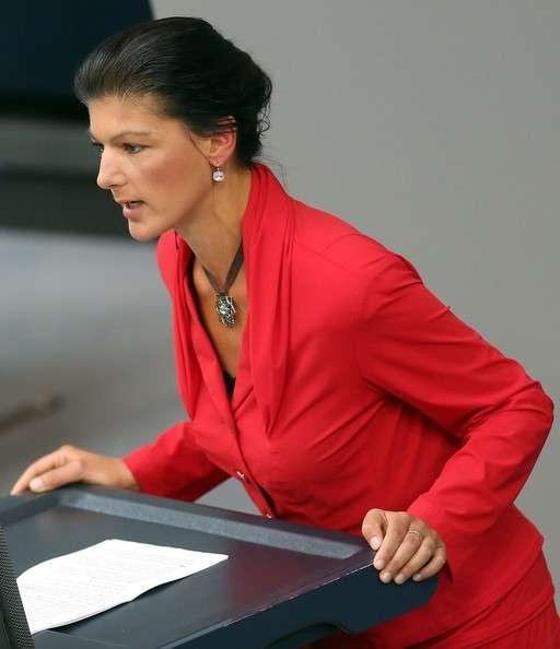 Сара Вагенкнехт справедливо критикует любимицу Обамы - Меркель