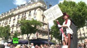 В Париже прошёл митинг против крупнейшего производителя ГМО-продуктов