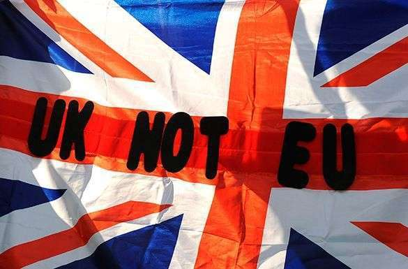 FT: Британия отказала европейцам в праве голосовать на референдуме о выходе из ЕС. Британия против ЕС