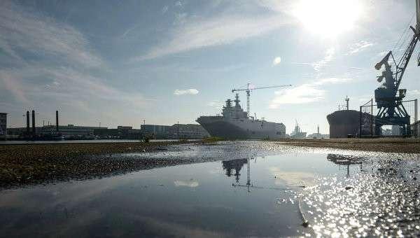 Второй вертолетоносец типа Мистраль спущен на воду во Франции