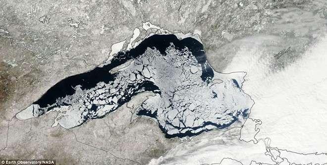 Великие озера до сих пор скованы льдом