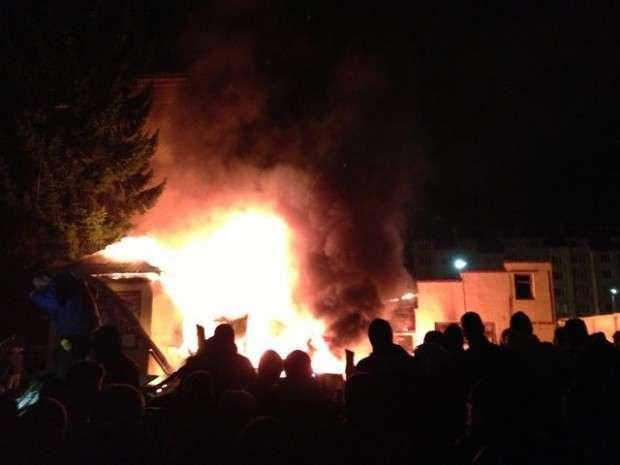 Во Львове неизвестные захватили воинскую часть, 30 человек получили ранения