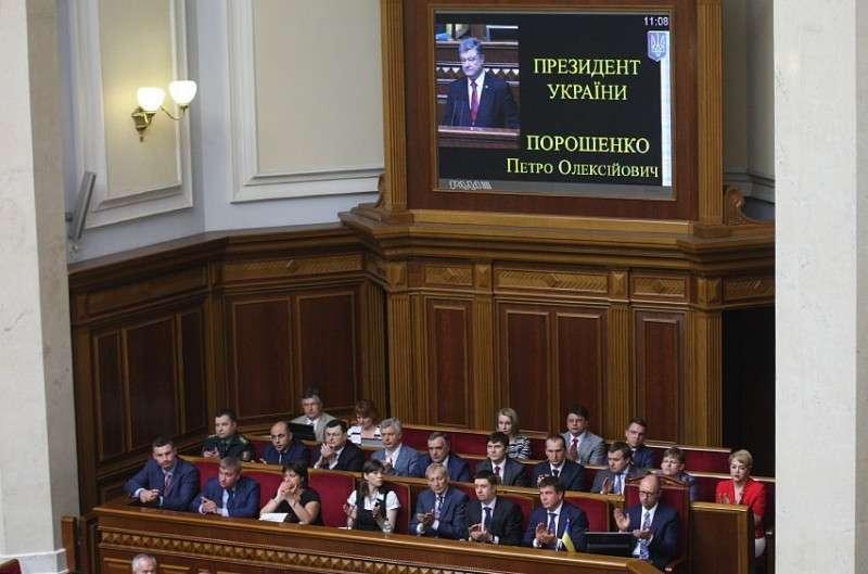Шоколадный Порошенко заверил, что блокада Донбасса будет продолжена