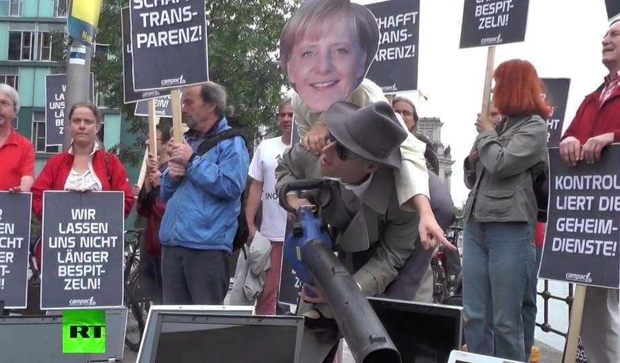 Разоблачения Сноудена ставят под угрозу карьеру Меркель