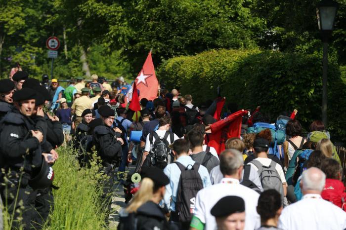 Протесты против саммита G7 — прямая трансляция