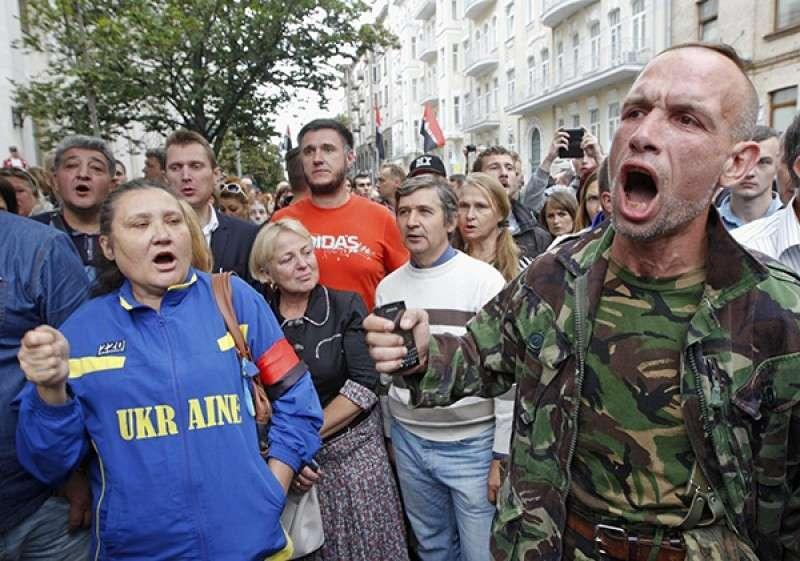 Майдан-3: население Украины перекрывает дороги и мосты