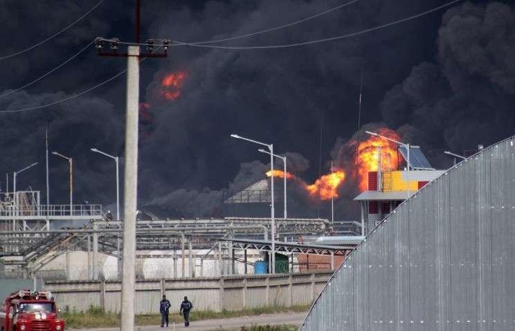 Пожар на территории нефтебазы в поселке Глеваха Васильковского района