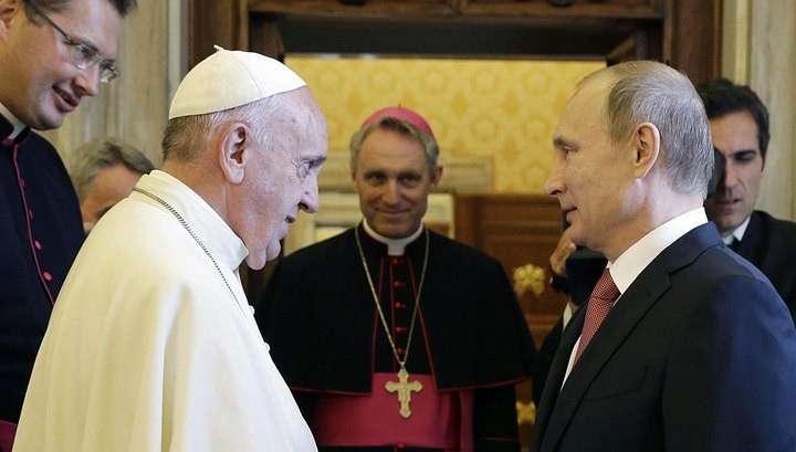 Владимир Путин час беседовал с Папой Римским за закрытыми дверями