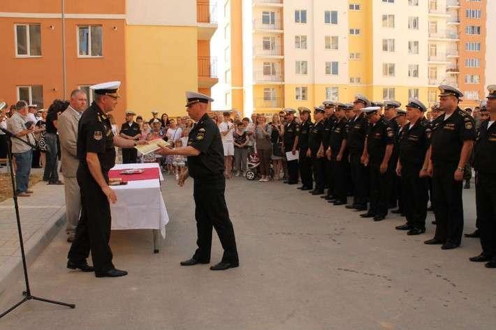 Морякам Черноморского флота вручили ключи от новых квартир в Севастополе