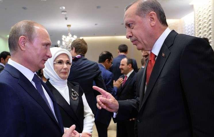 Баку. 12 июня. Владимир Путин и Реджеп Тайип Эрдоган перед началом церемонии открытия I Европейских игр на Олимпийском стадионе.