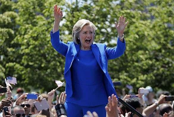 Предвыборная кампания Хиллари Клинтон началась с антироссийских заявлений. Хиллари Клинтон