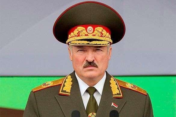 Александр Лукашенко недоволен поведением НАТО у границ Белоруссии. Александр Лукашенко в военной форме