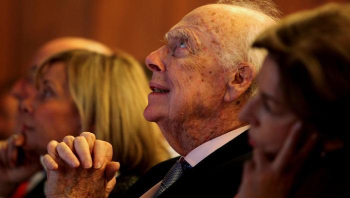 Джеймсу Уотсону возвратят нобелевскую медаль