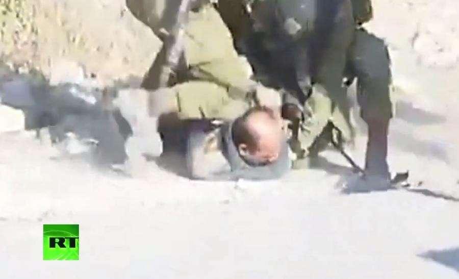 Вооружённые израильские бандиты из Цахала избили безоружного палестинца