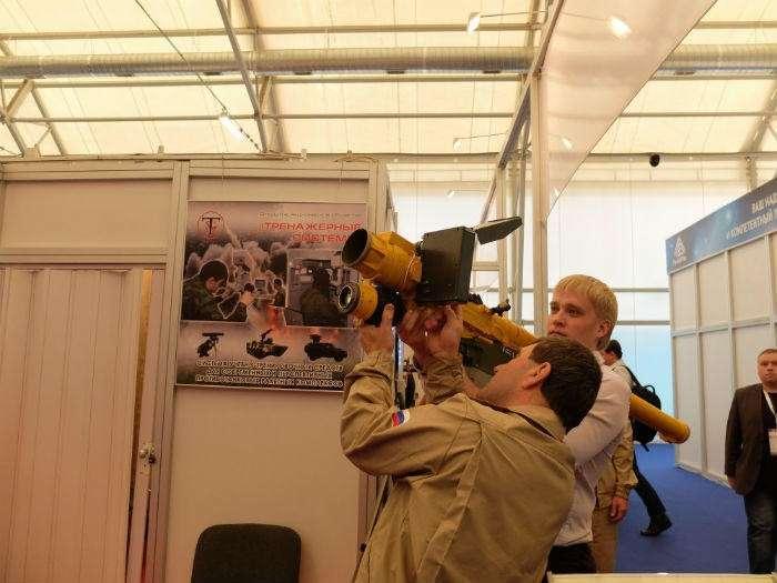 Посетители форума «Армия-2015» сегодня смогли опробовать военные тренажёры