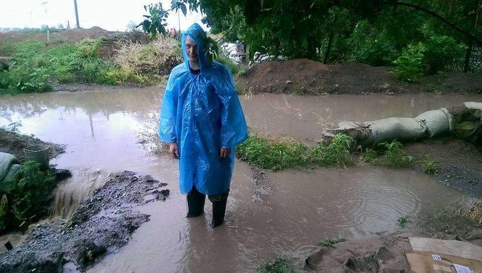 Еврейское счастье: окопы под Мариуполем размыло дождём