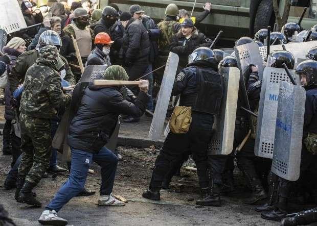 Столкновения в центре Киева продолжаются / Reuters