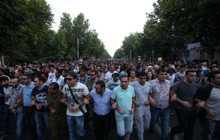 Протесты в центре Еревана — прямая трансляция