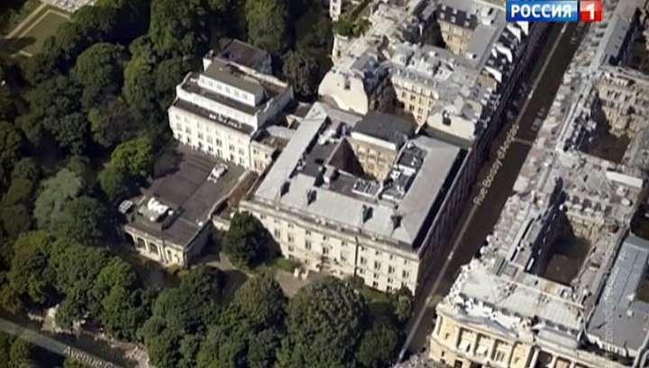 За президентами Франции годами шпионили из неприметной надстройки
