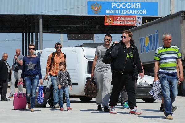 Украинцы потянулись на отдых в Крым