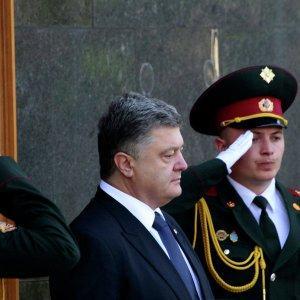 Олигарх Петька Порошенко избавляется от конкурентов, используя должность главаря Хунты