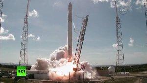 Американская ракета Falcon-9 с грузовиком Dragon взорвалась после старта