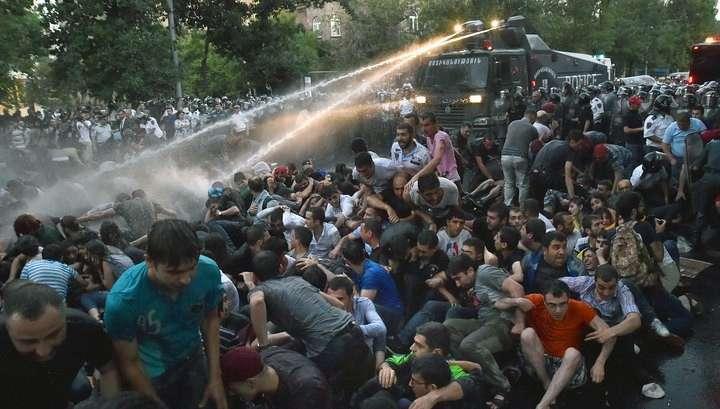 Власти очистят центр Еревана от демонстрантов