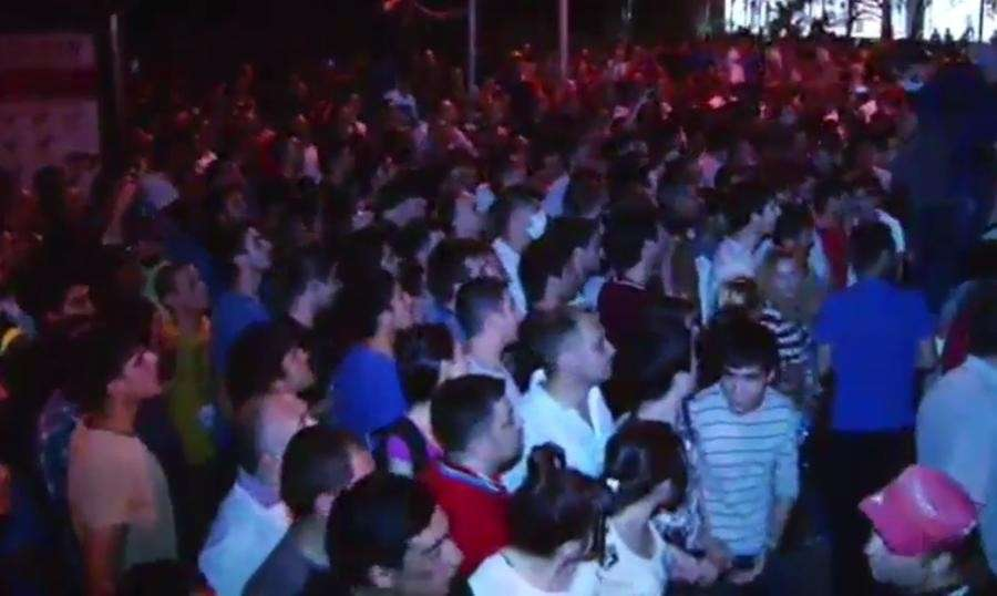 В Ереване продолжаются попытки разжечь цветную революцию — прямая трансляция