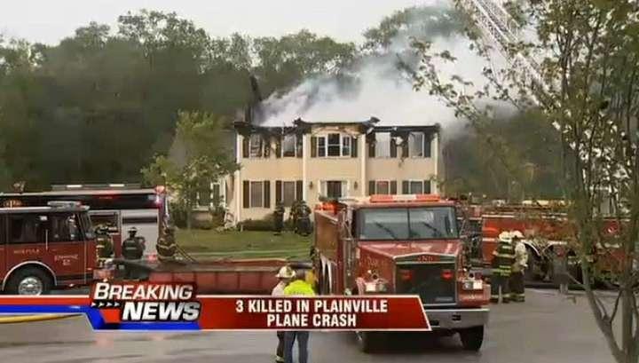 В США лёгкий самолёт упал на жилой дом. Погибли трое