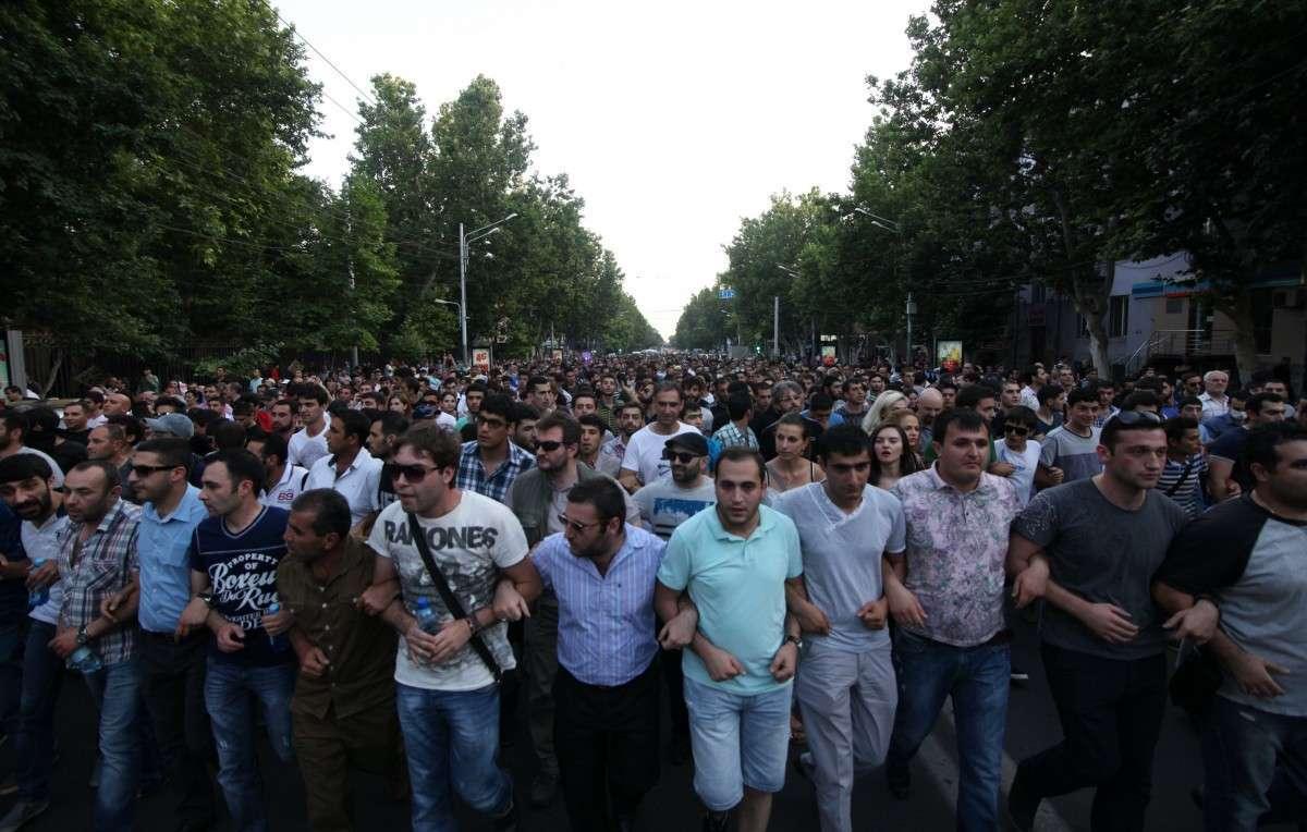 Активисты прекращают сидячую демонстрацию в центре в Ереване