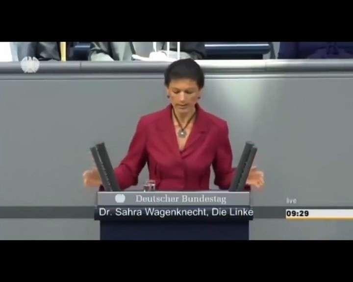 Сара Вагенкнехт: Вы видели военный парад? Я не советую вам воевать с Россией!