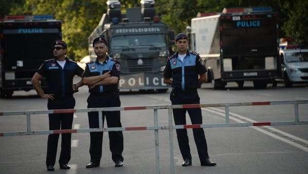 Сотрудники правоохранительных органов на проспекте Баграмяна в Ереване. Архивное фото